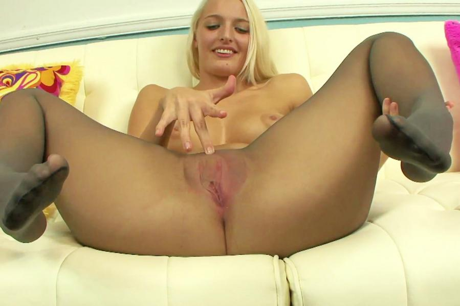 enjoys-pantyhose-can-lead